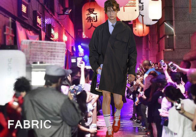 2018 S/S Men's Catwalk -- Material for Trench Coat