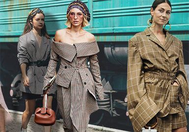 Plaid -- 2019 S/S Women's Street Style at Fashion Week