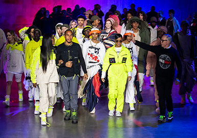 Racing and Sailing -- The Catwalks Analysis of Tommy Hilfiger Womenswear