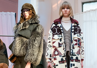 Coexistence of Classics and Future - The Catwalk Analysis of Simonetta Ravizza Women's Fur