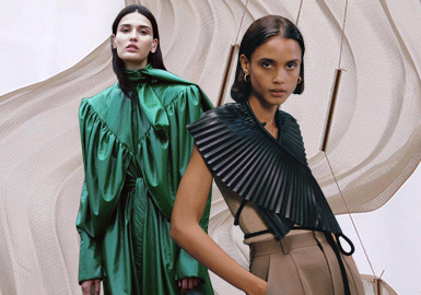 Pleats -- The Craft Trend for Women's Leather and Fur Clothing