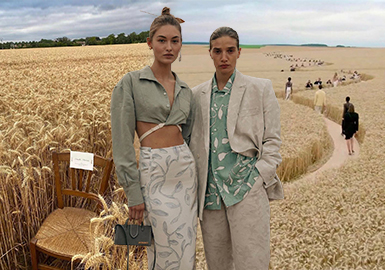 L'amour -- The Catwalk Analysis of Jacquemus Womenswear
