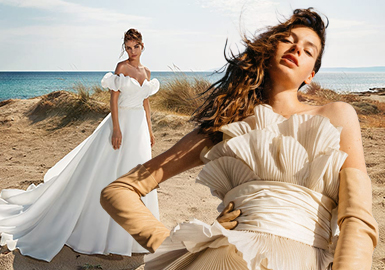 Pleats and Decorations -- The Craft Trend for Women's Wedding Dresses